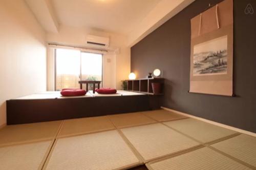 京都駅から電車で2分!夜景の綺麗な大画面プロジェクター付和洋の部屋! | Airbnb